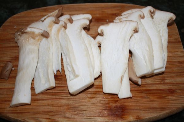 sliced king oyster mushrooms